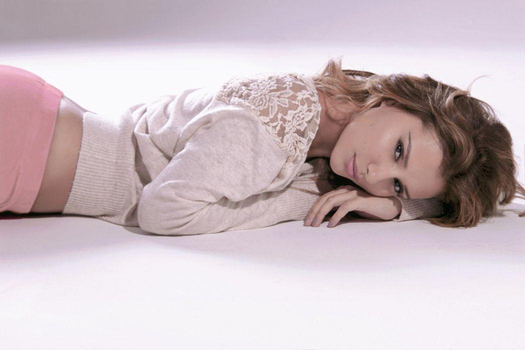 delicate sweet feminity model woman wallpaper