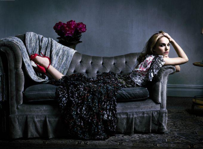 natalie portman couch dress bouquet of flowers wallpaper