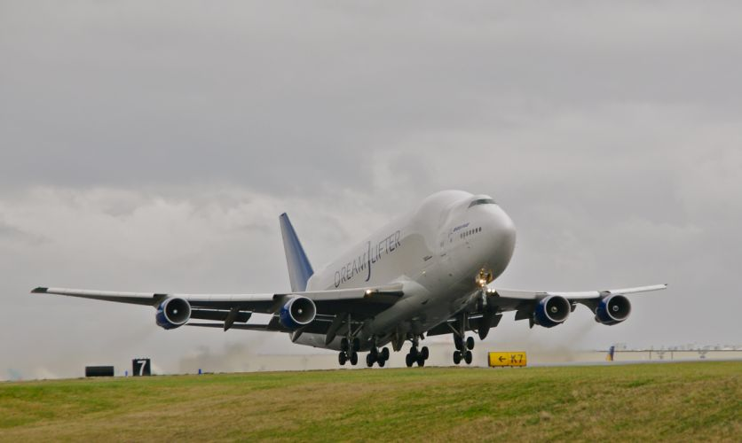 boeing 747-400 dreamlifter aircrafts airliner airplane beluga cargo plane sky transport wallpaper