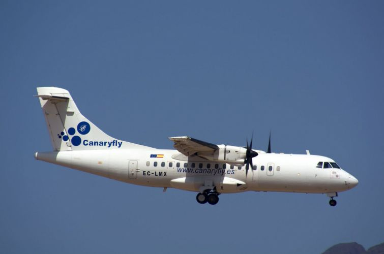 ATR 42 72 600 aircrafts airliner airplane plane transport wallpaper