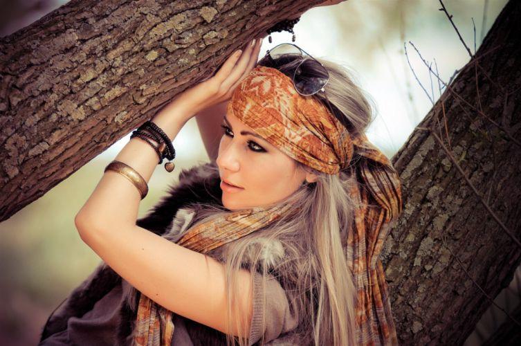 Blonde women eyes glasses tree trunk bark wallpaper