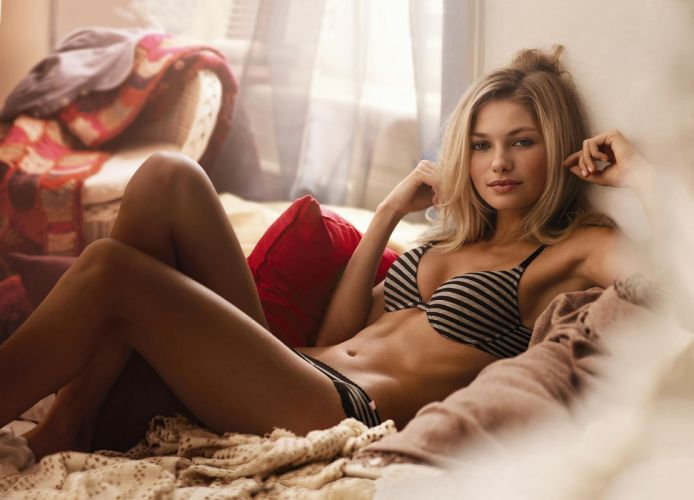 Girl hot wallpaper