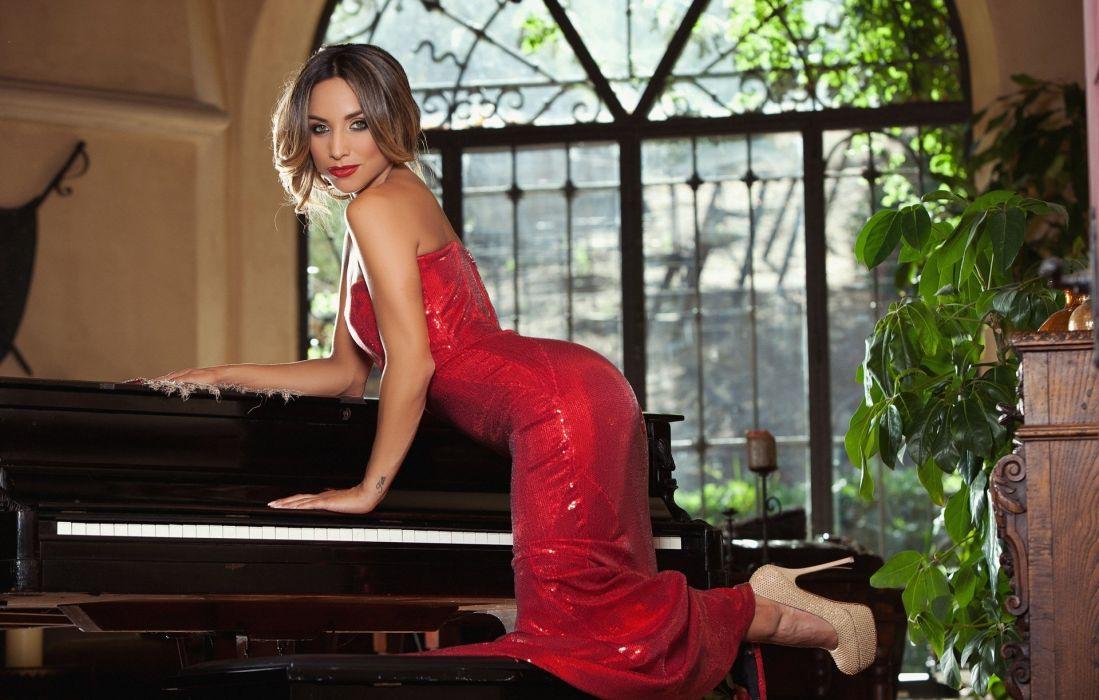 Yesinia Bustillo red dress piano pose wallpaper