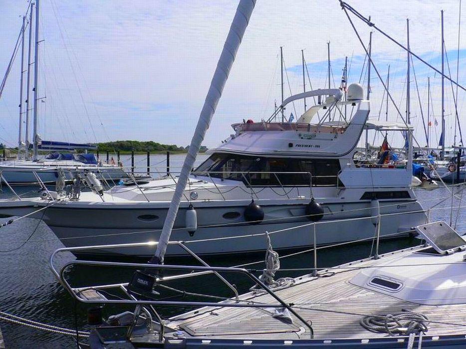 Motoryacht yacht president boat wallpaper