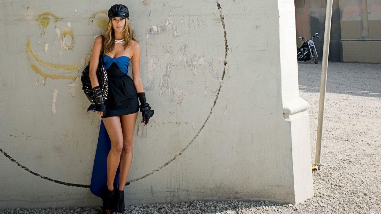 ALESSANDRA AMBROSIO - Fashion Model Brunettes Girls wallpaper