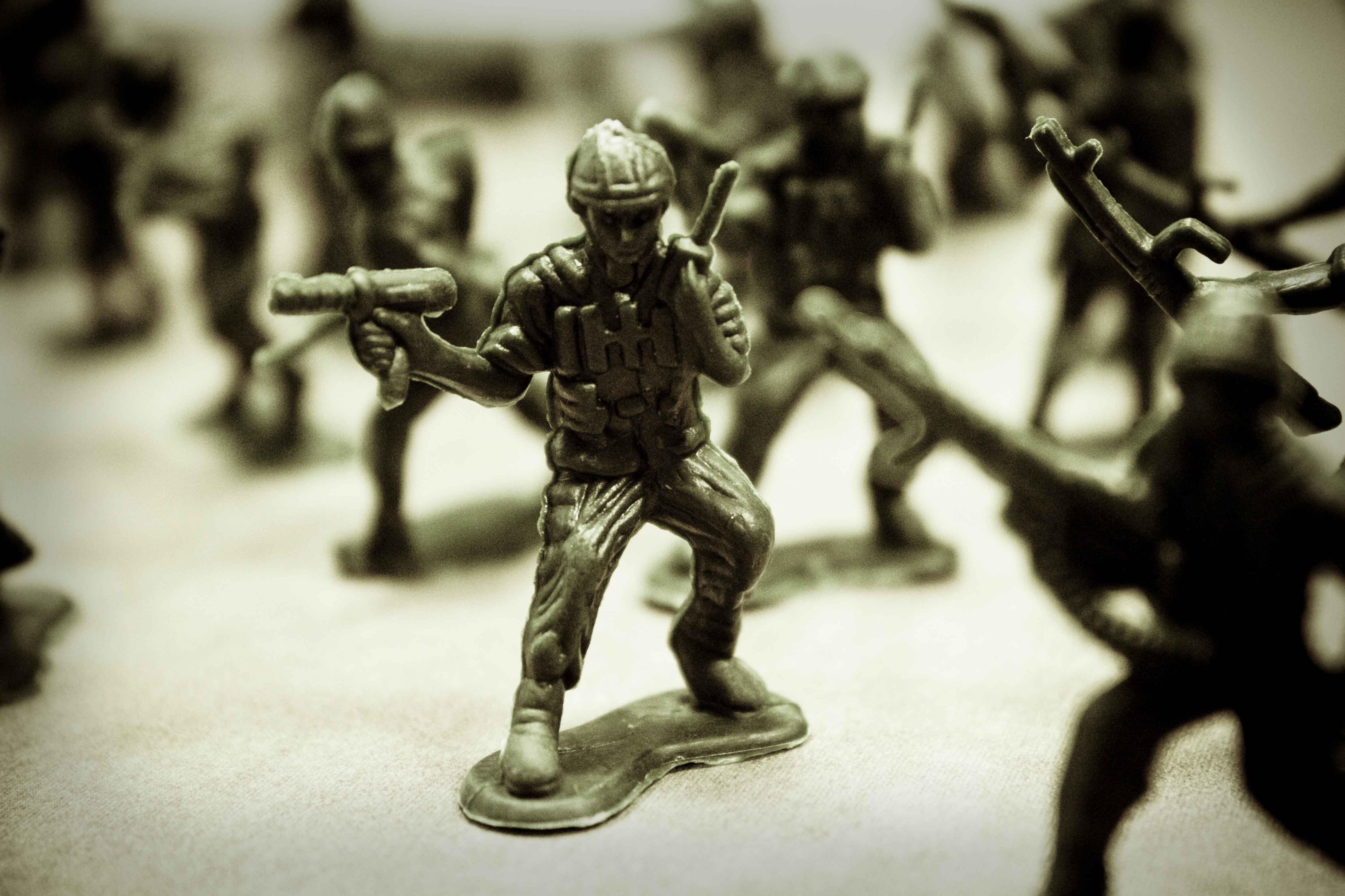 GREEN ARMY MEN toy military toys sol r war wallpaper