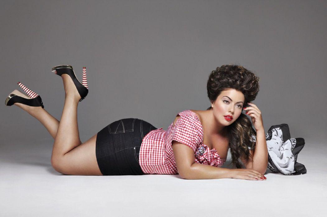 Fluvia Lucerda model curves woman beauty brunette wallpaper