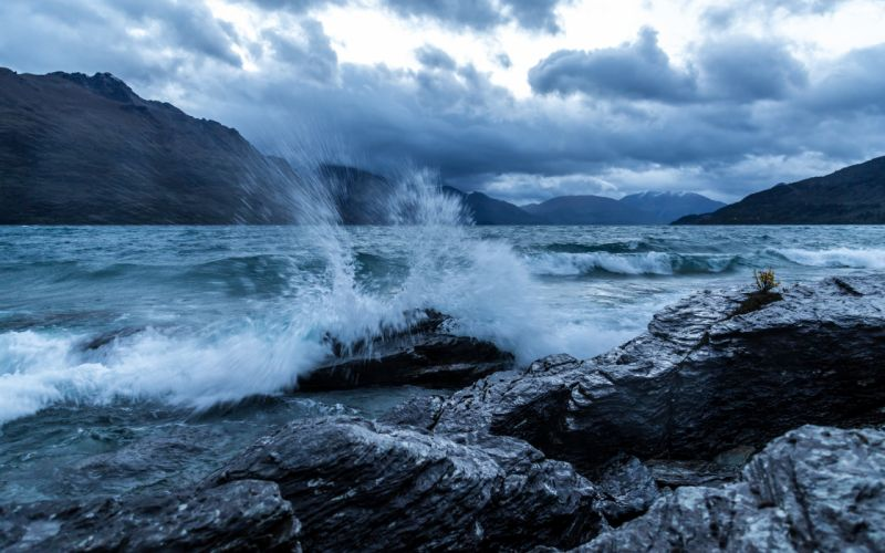 New Zealand Lake Wakatipu Queenstown lake mountains rocks spray wave waves wallpaper