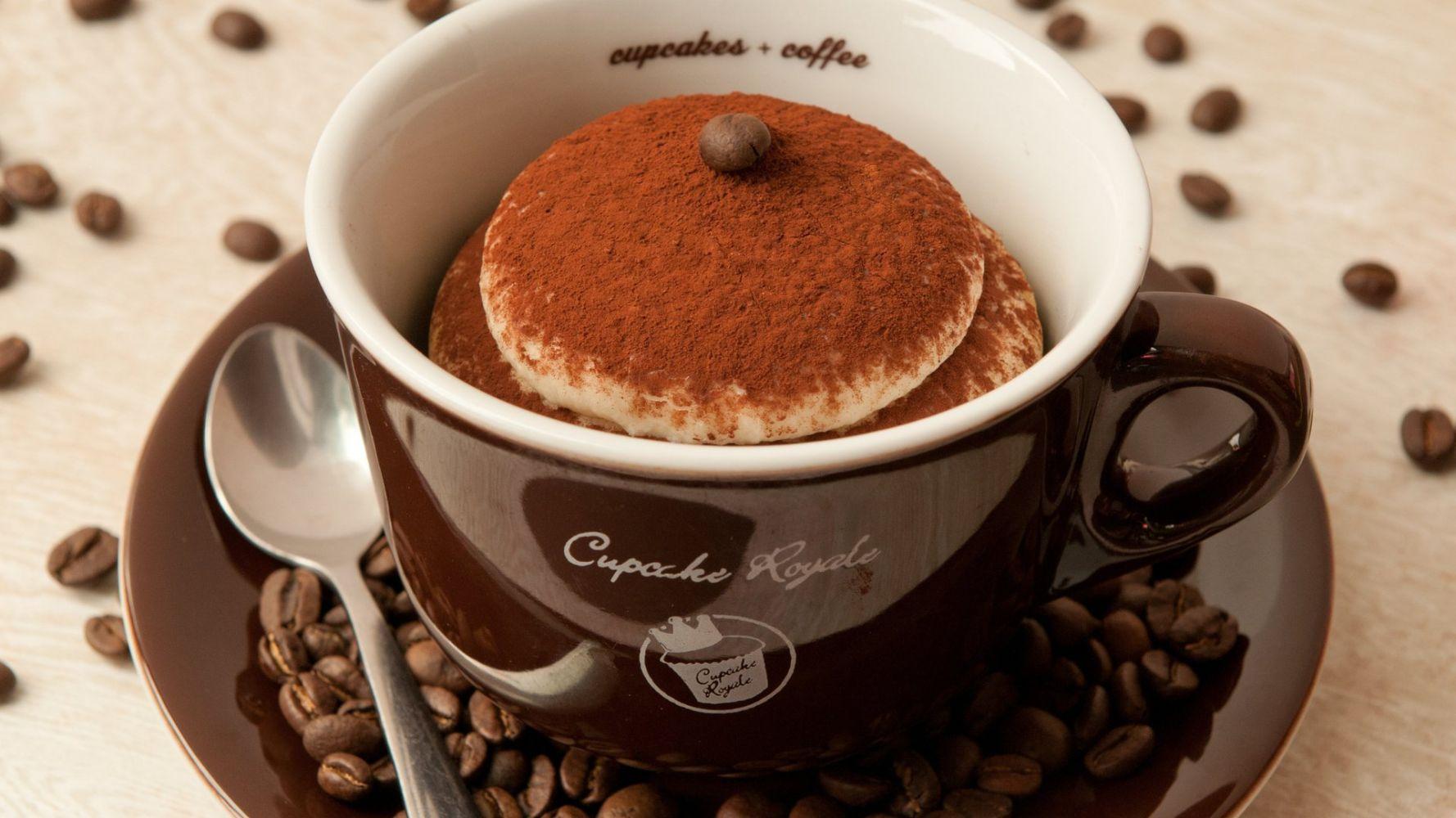 Картинка с чашкой кофе и сладостями, для