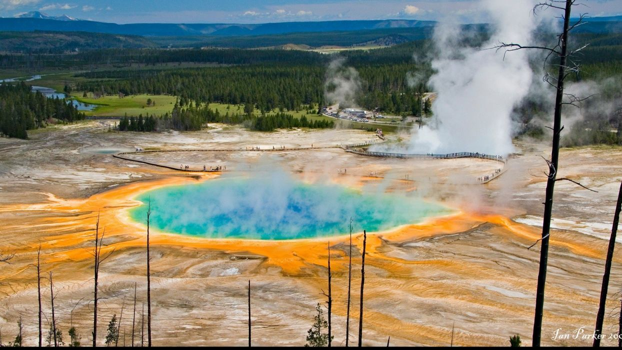 -yellowstone-national-park-usa-the-grand-prismatic-spring-photographed wallpaper