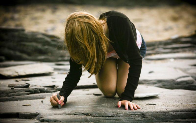 WRITING ON ROCK - girl kneeling blonde wallpaper