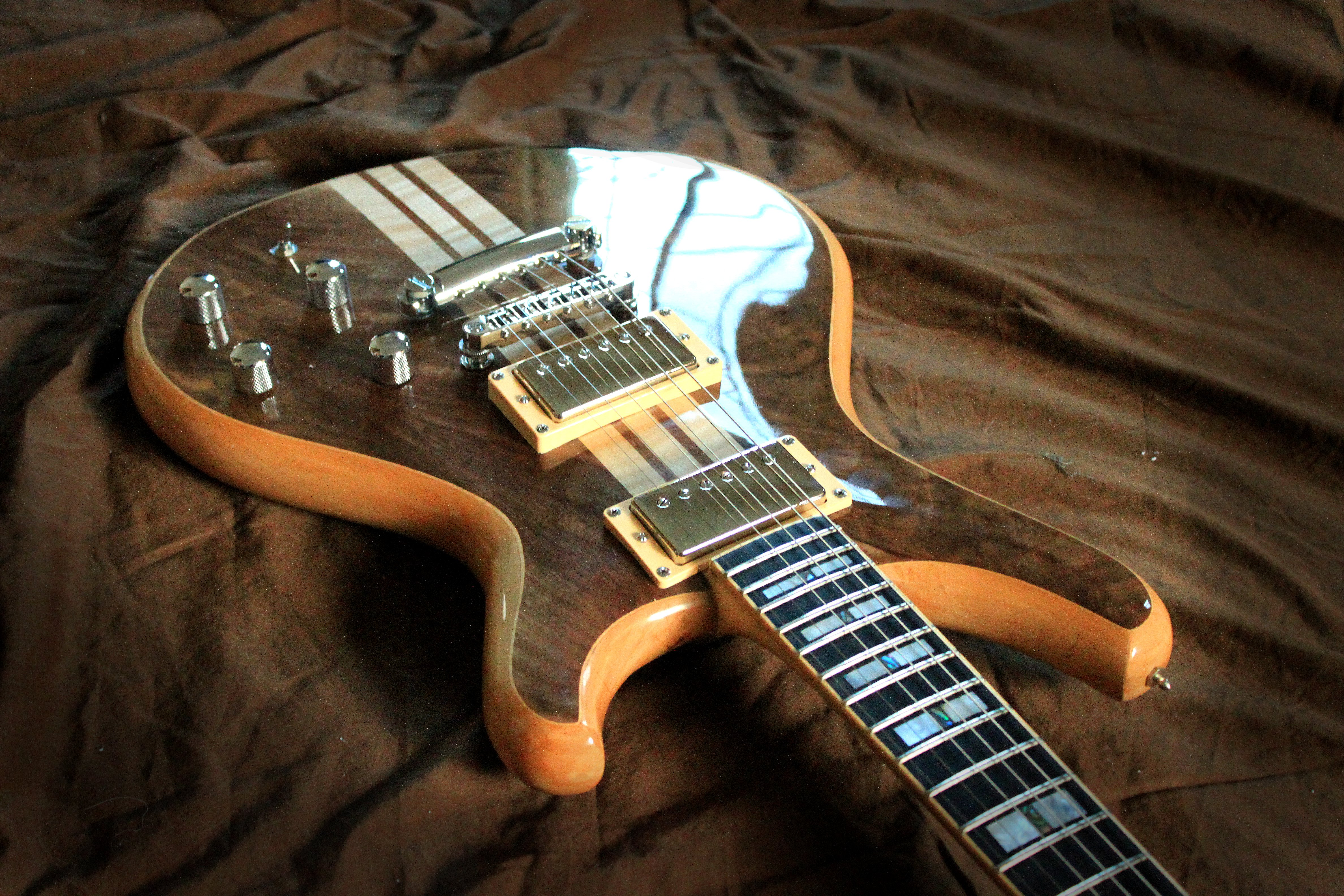 Music Guitar Wallpapers Hd Desktop And Mobile Backgrounds: Electric Gibson Fender Guitar Reflection Strings Macro