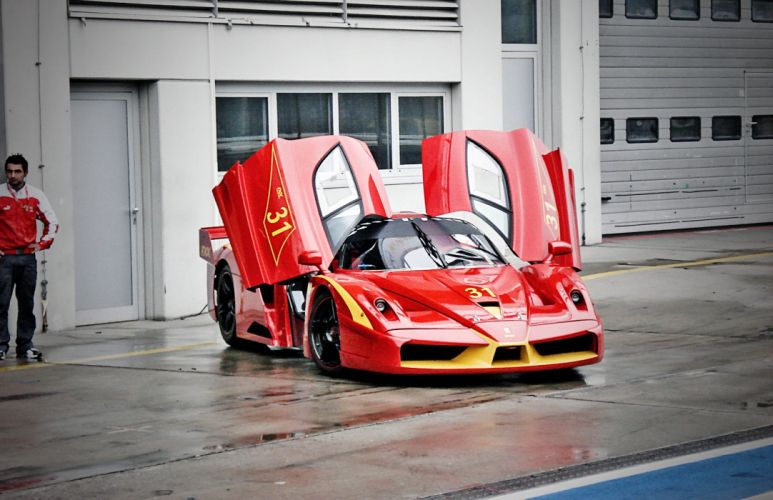 Ferrari FXX enzo racecars supercars cars race italia red rouge rossa wallpaper