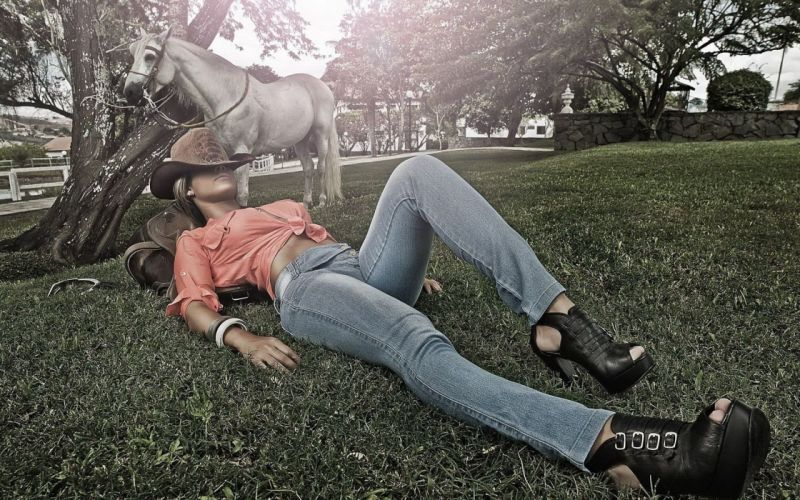 SENSUALITY - cowgirl girl jeans hat shoes horse wallpaper