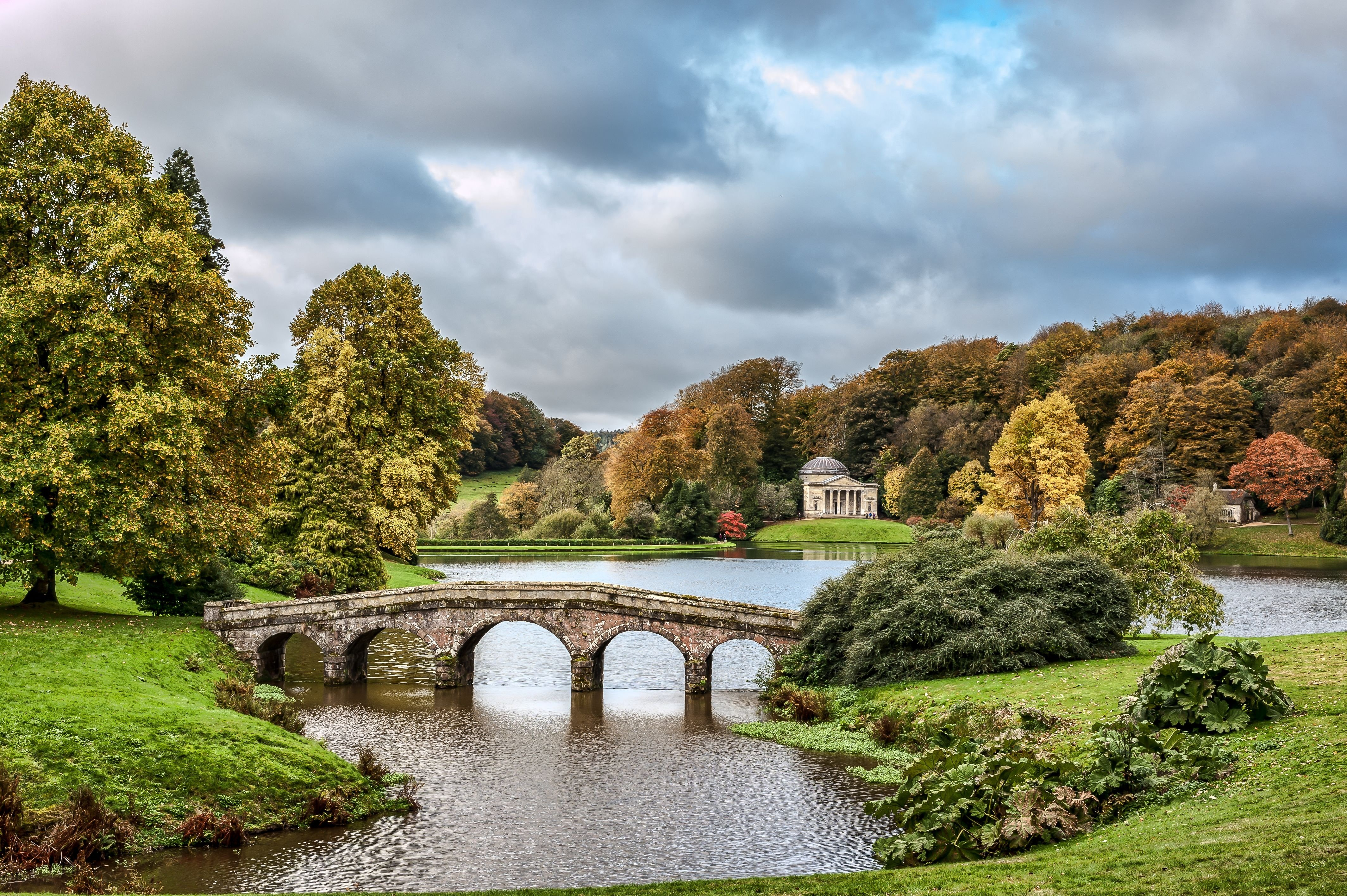 Stourhead wiltshire england stourhead lake autumn for Landscape photos