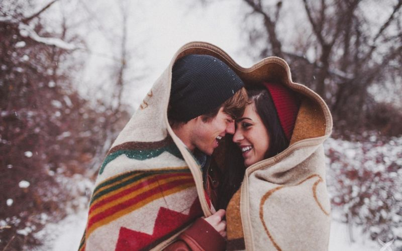 Winter love Couple people men Women romance wallpaper