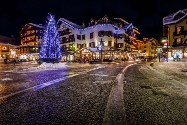 Italy Alps Italia Alpi city night space tree garlands roads sidewalks houses shops cafes buildings Christma downtown wallpaper