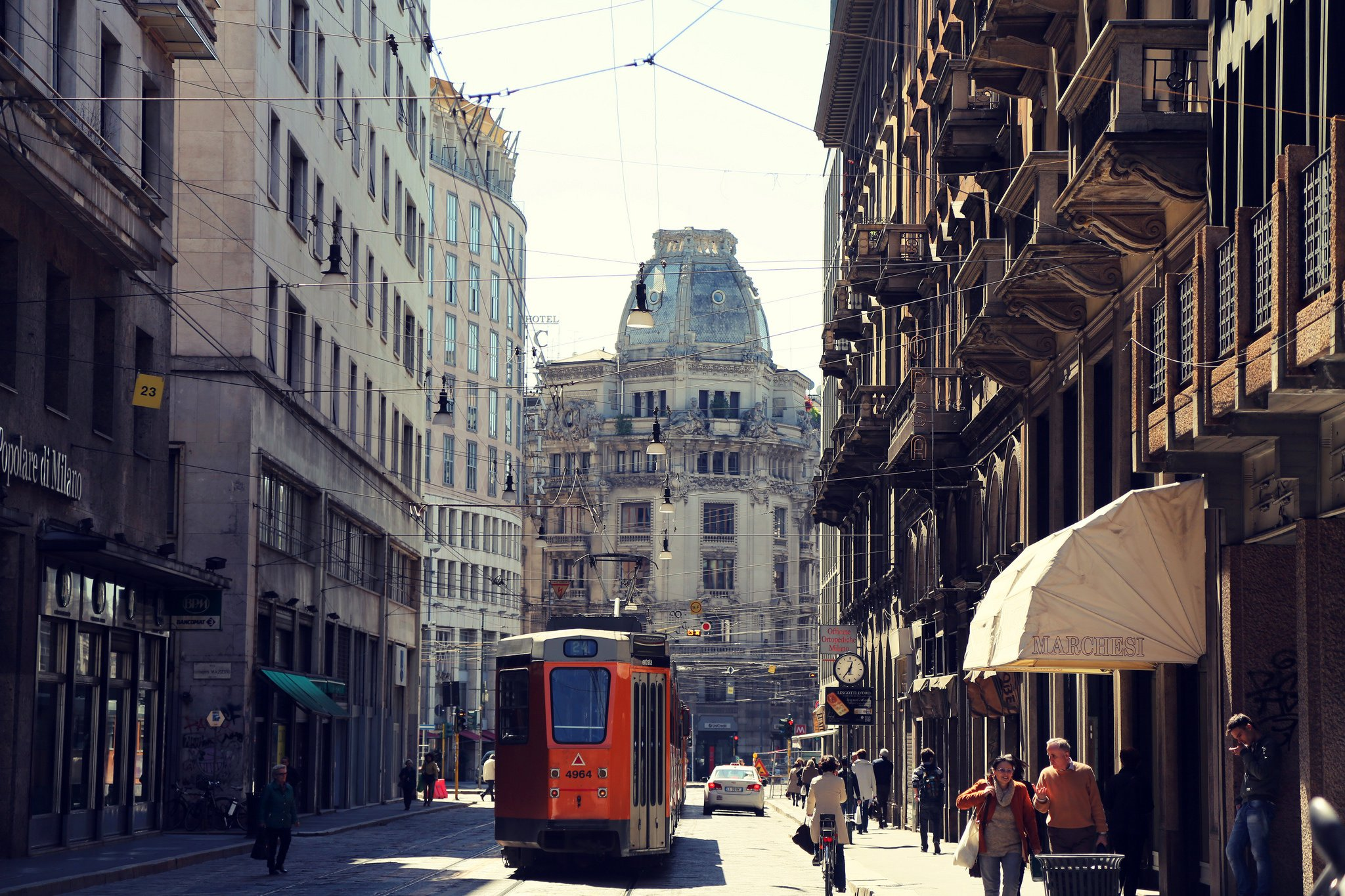 Italy milan milano city road people downtown train for Wallpaper milano