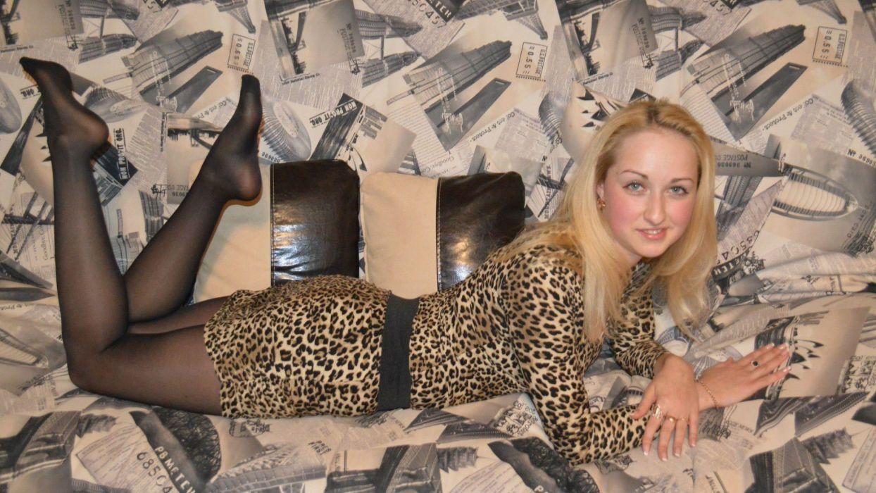 sexy babe knight model girl style woman female women adult legs stockings panyhose wallpaper