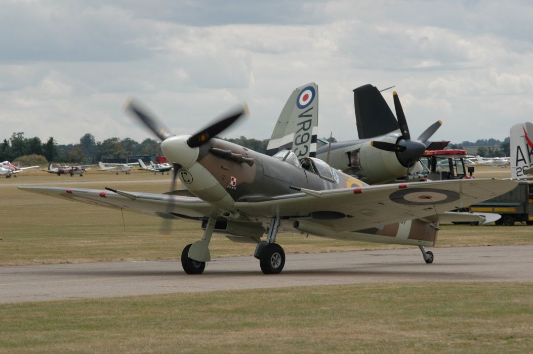 Supermarine Spitfire airplanes Warbirds RAF uk war sky aeroplane aircraft airshow bomber fighter flight flying wallpaper