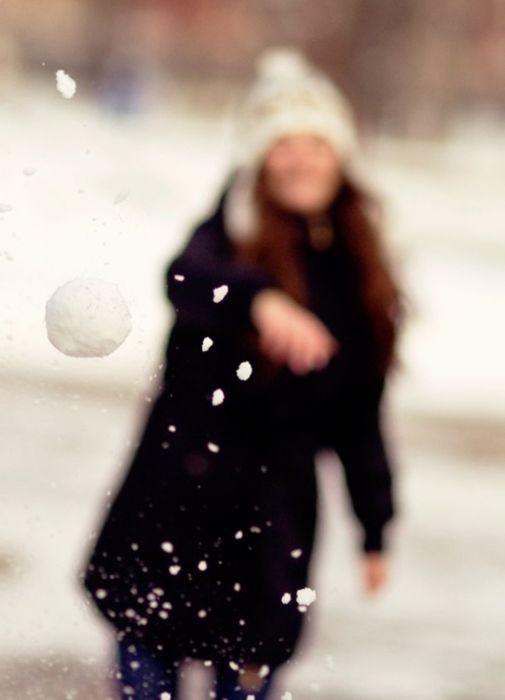mood girl winter snow ball happy wallpaper