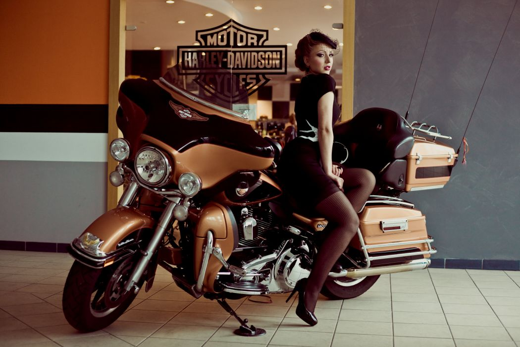 Pin up Harley-Davidson III wallpaper