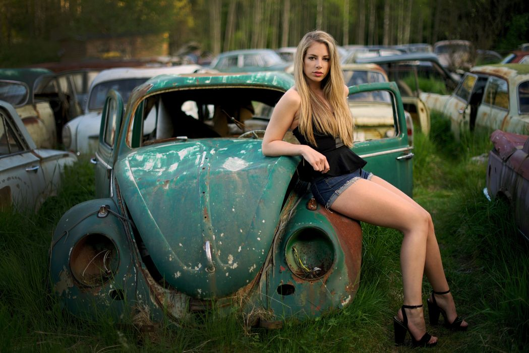 The Girl And The Blind Car Wallpaper 6016x4016 570611