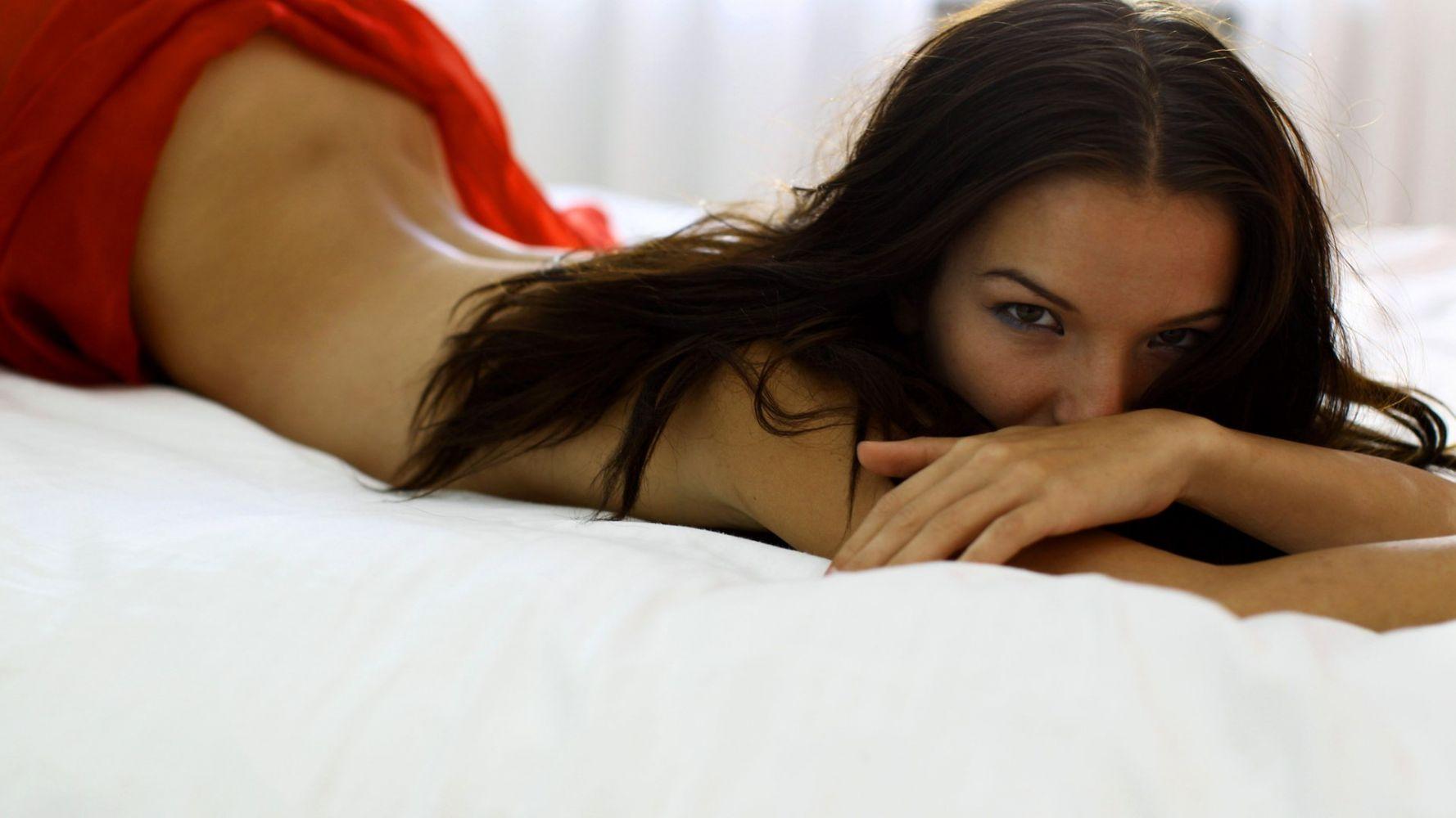 Фото украинская девушка в постели, порно фотографии трансвеститов и лесбиянок