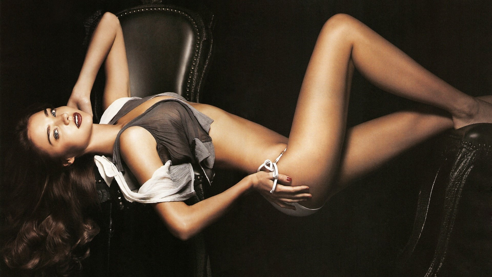 Hd Wallpapers Of Hot Babes, Hollywood Actress I Beautiful Girls Bikini Model Photos Santabanta