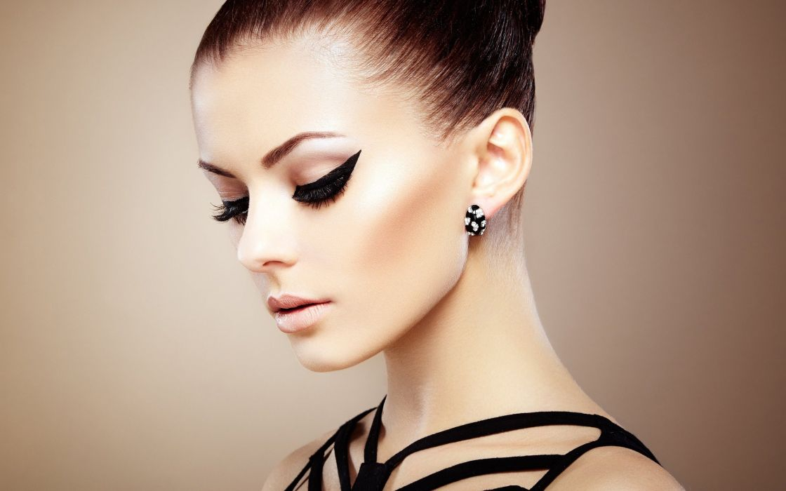 makeup-girl-wallpaper-1824--2560-x-1600-widescreen wallpaper