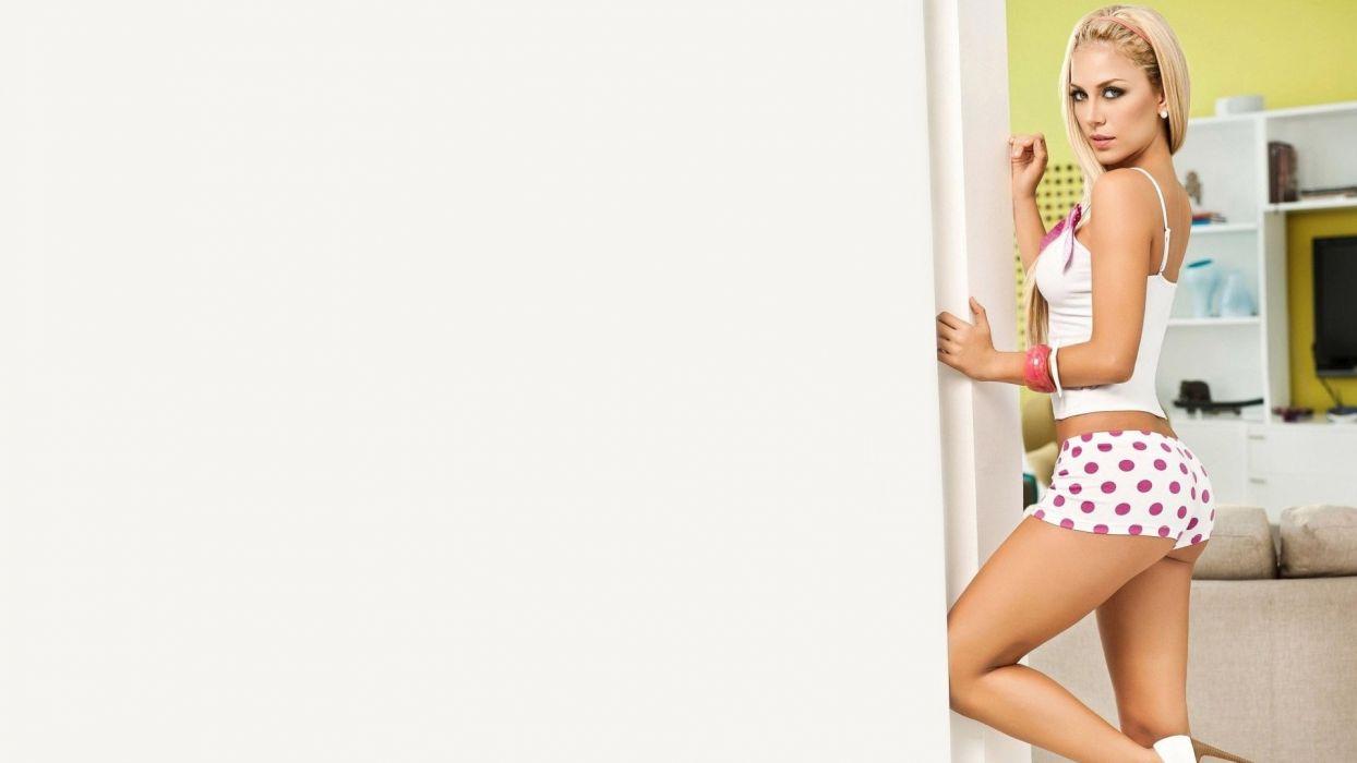 SENSULAITY - blonde girl posing short fashion wallpaper