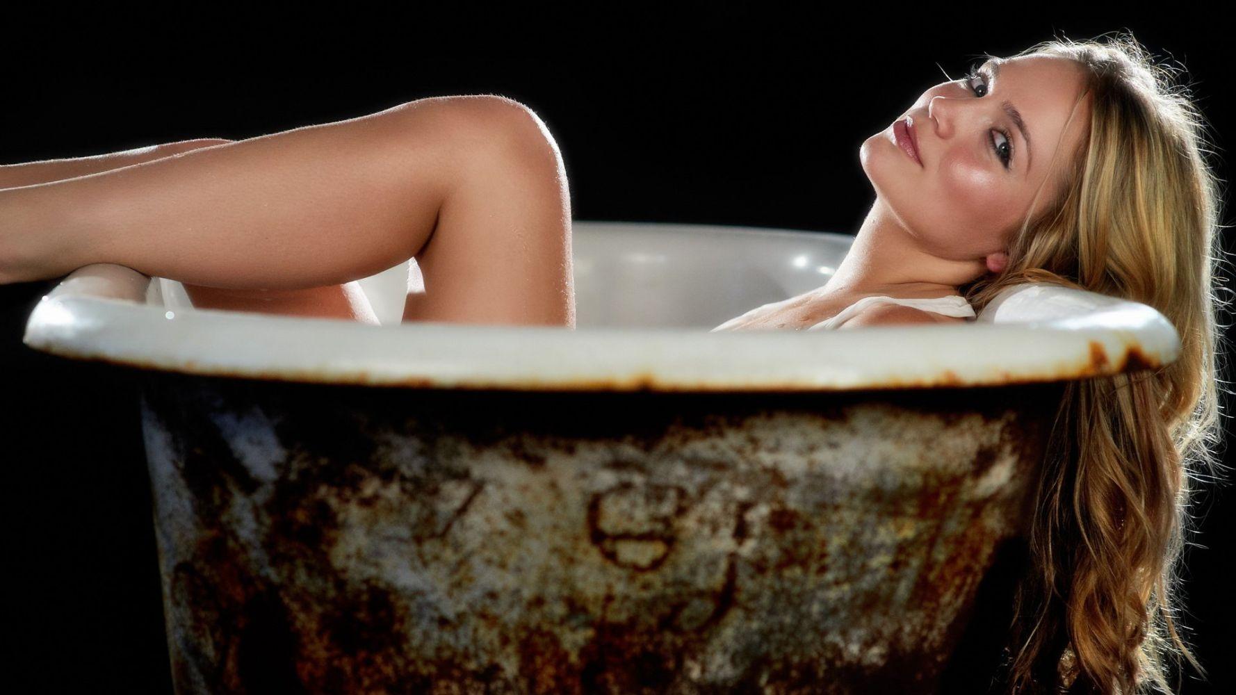супер женщина в ванной - 6
