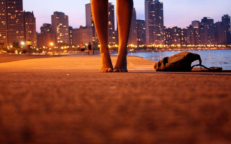 city light foot girl bag night water mood wallpaper