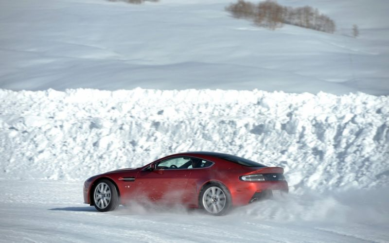 2014 Aston Martin Ice cars coupe V12 Vantage S wallpaper