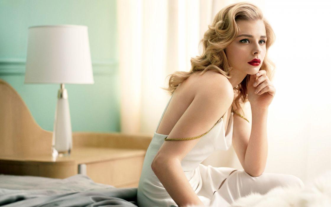 Beautiful Chloe Moretz blonde wallpaper