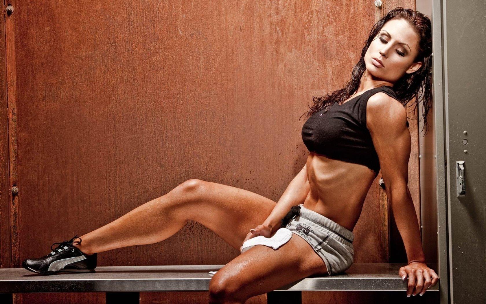 muscle girl gym