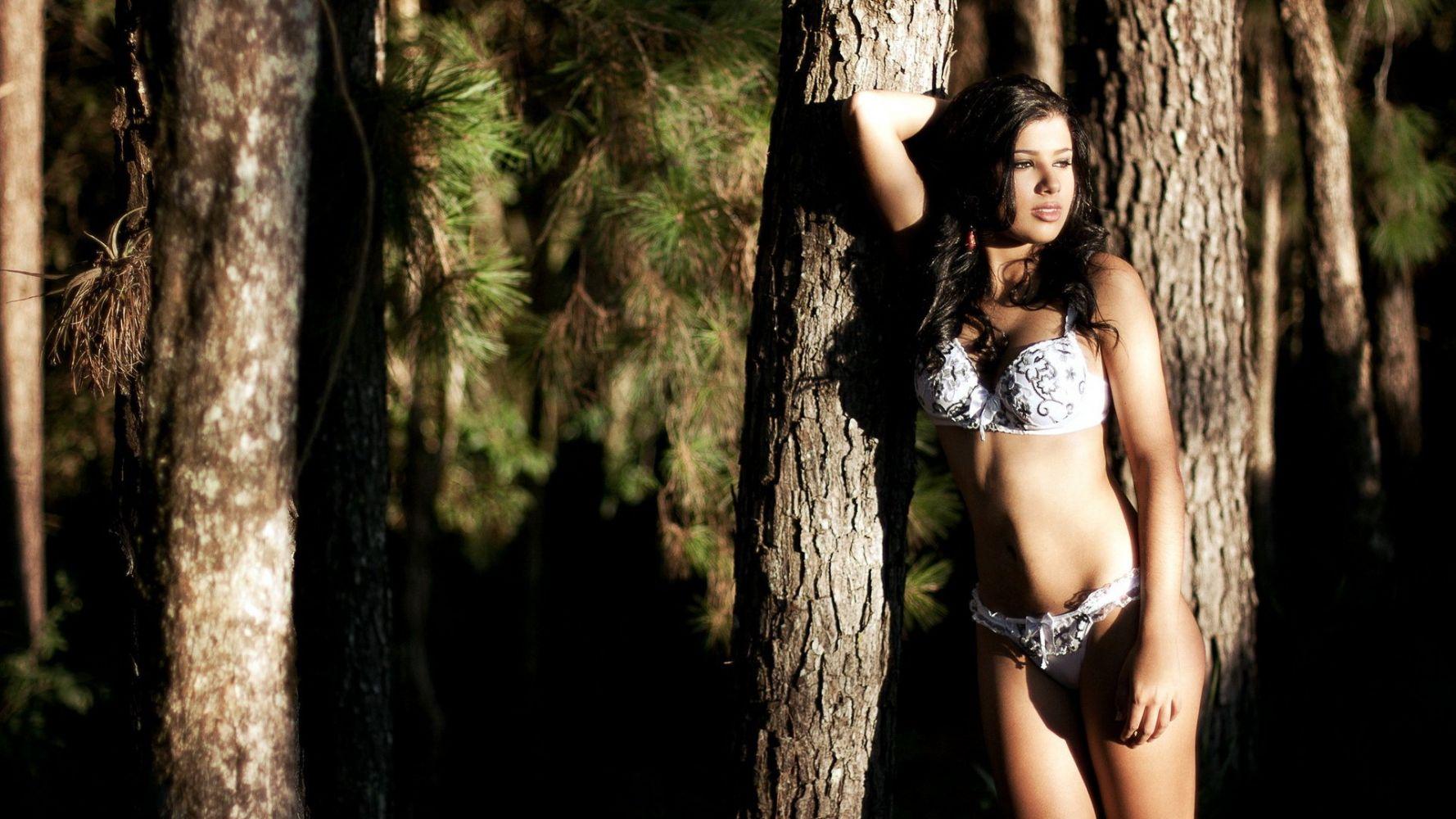 уйти всех эротическая фотосессия в лесу тревога перемешались