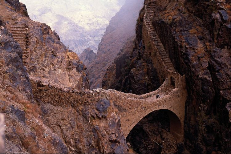 Shahara bridge 9000 ft chasm yemen high resolution desktop wallpaper