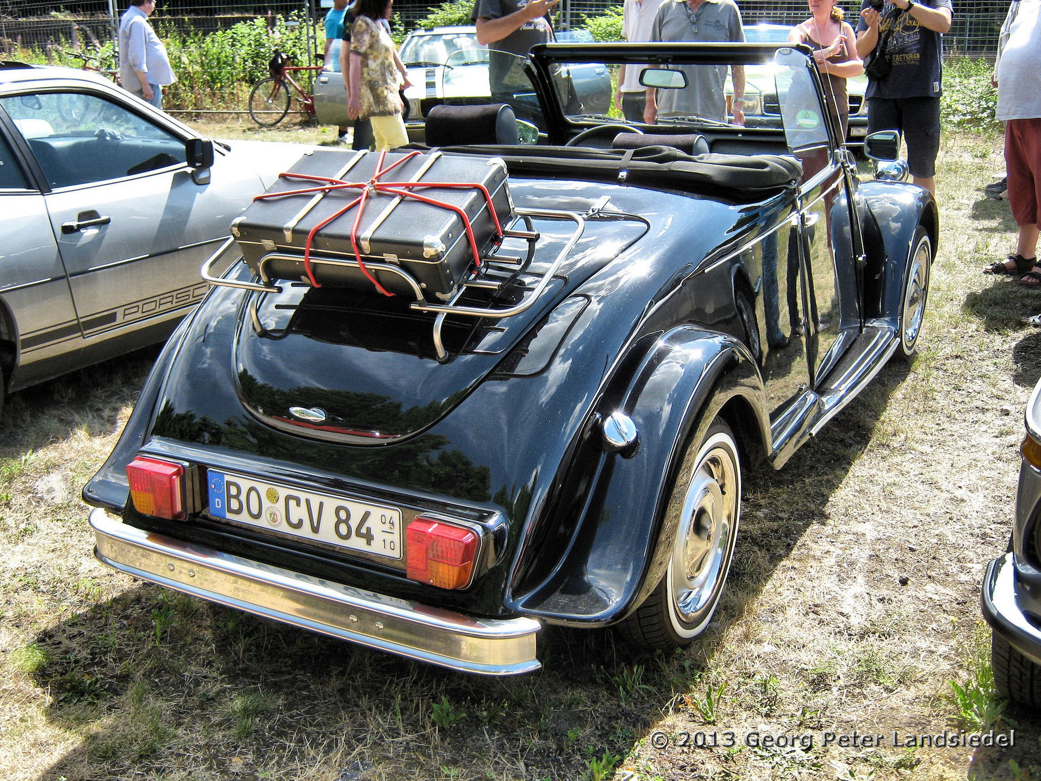 2cv citroen classic cars french cabriolet convertible wallpaper 2048x1536 591008 wallpaperup. Black Bedroom Furniture Sets. Home Design Ideas