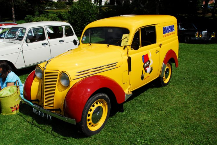 Renault Juvaquatre cars classic cars french van delivery wallpaper