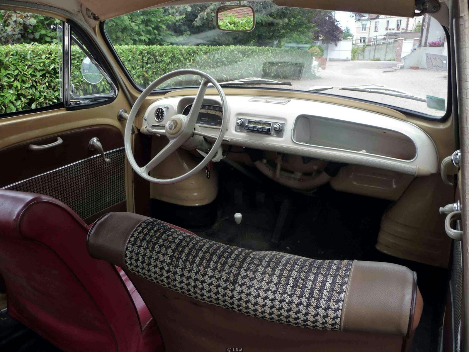 Renault dauphine ondine classic cars french interior for Renault 8 interieur