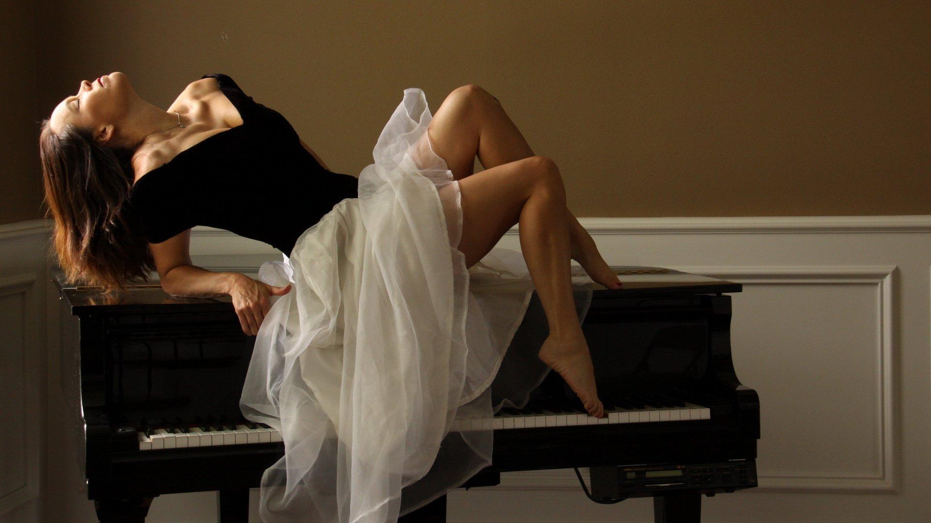 Секс на пианино мужчина послушал 25 фотография