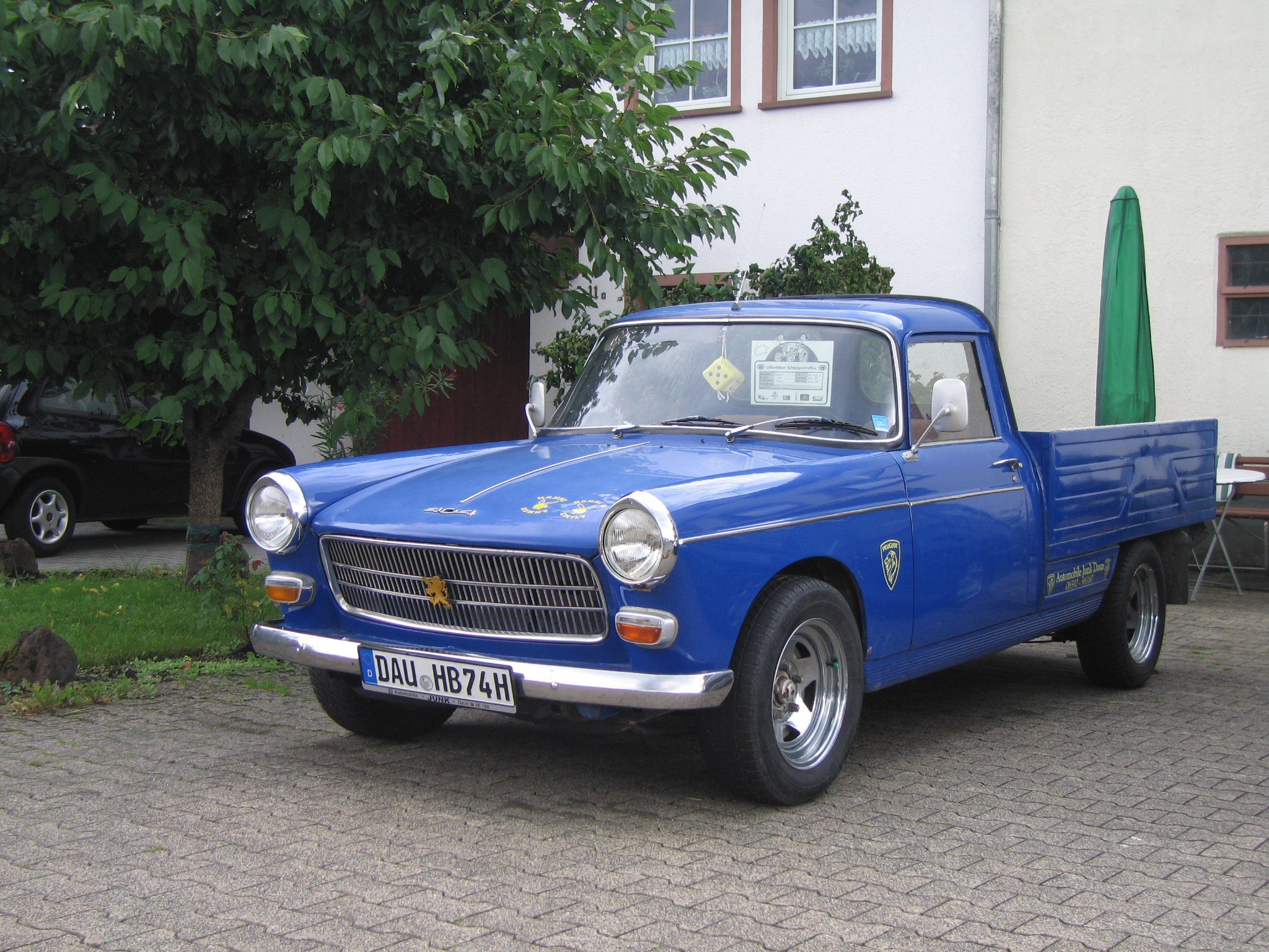 peugeot 404 classic french cars pickup wallpaper   2048x1536