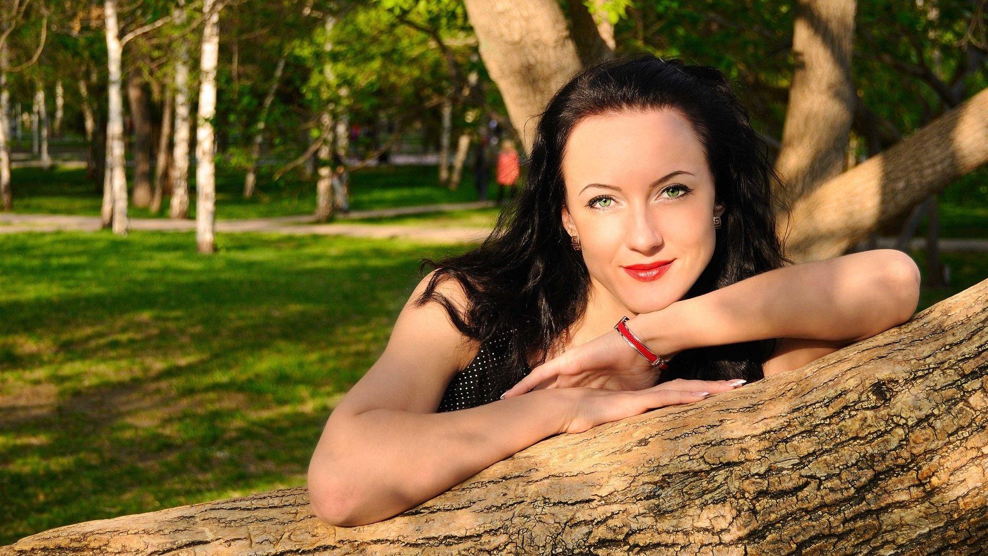 Фото девушек брюнеток простых 23 фотография