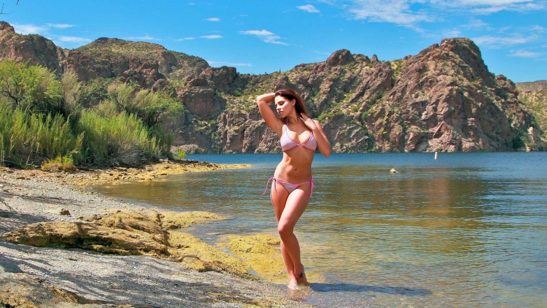 частное фото красивые девушки из греции на пляже