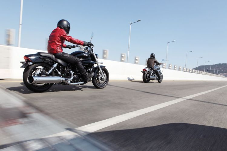 2015 Hyosung GV650 Aquila Pro cruiser bike motorbike wallpaper