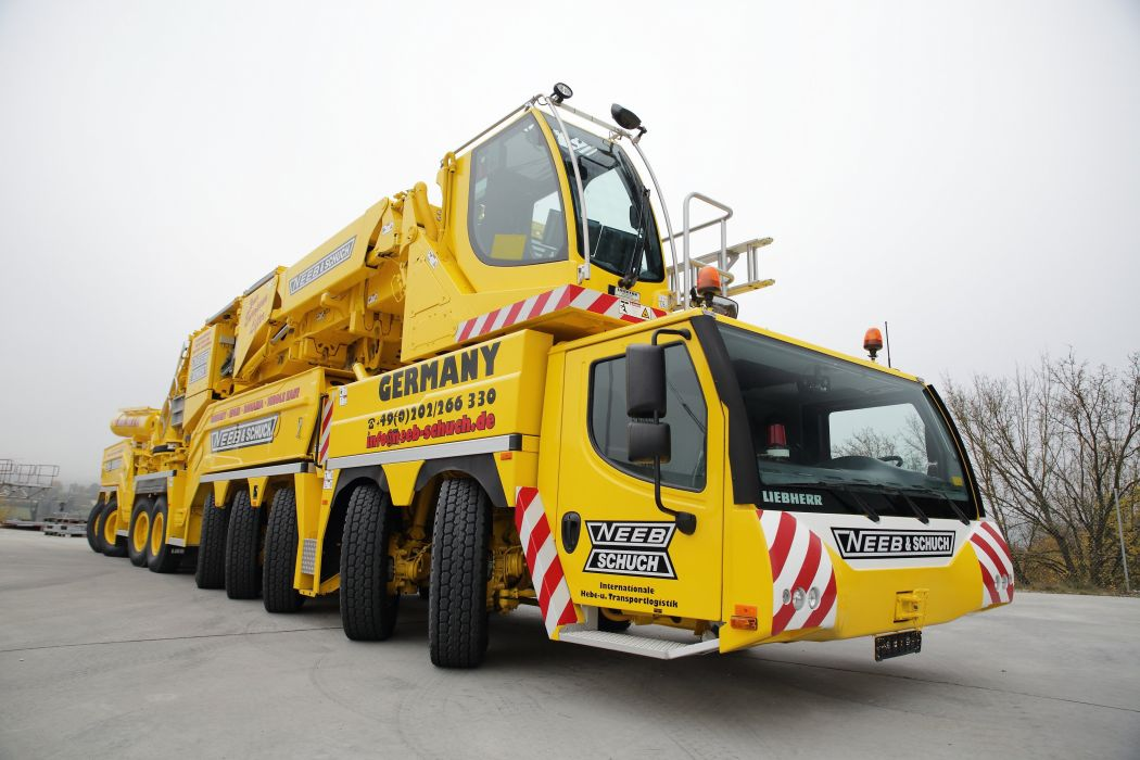 MOBILE CRANE construction truck semi tractor ariel cranes boom wallpaper