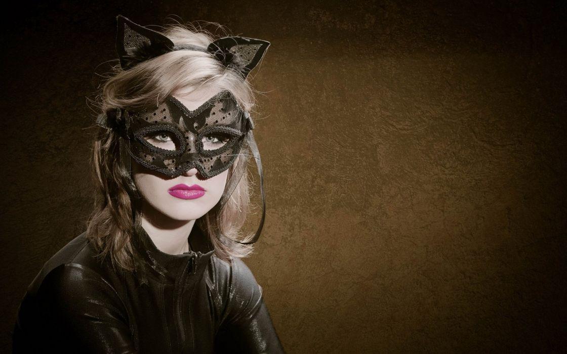 FACE - blonde girl lips mask wallpaper