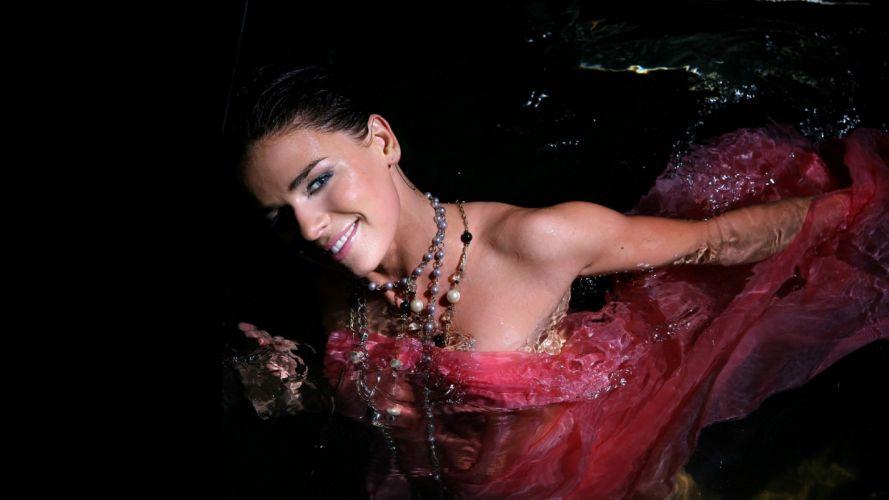 beautiful - sensual - and-hot Natasha Urbanska wallpaper