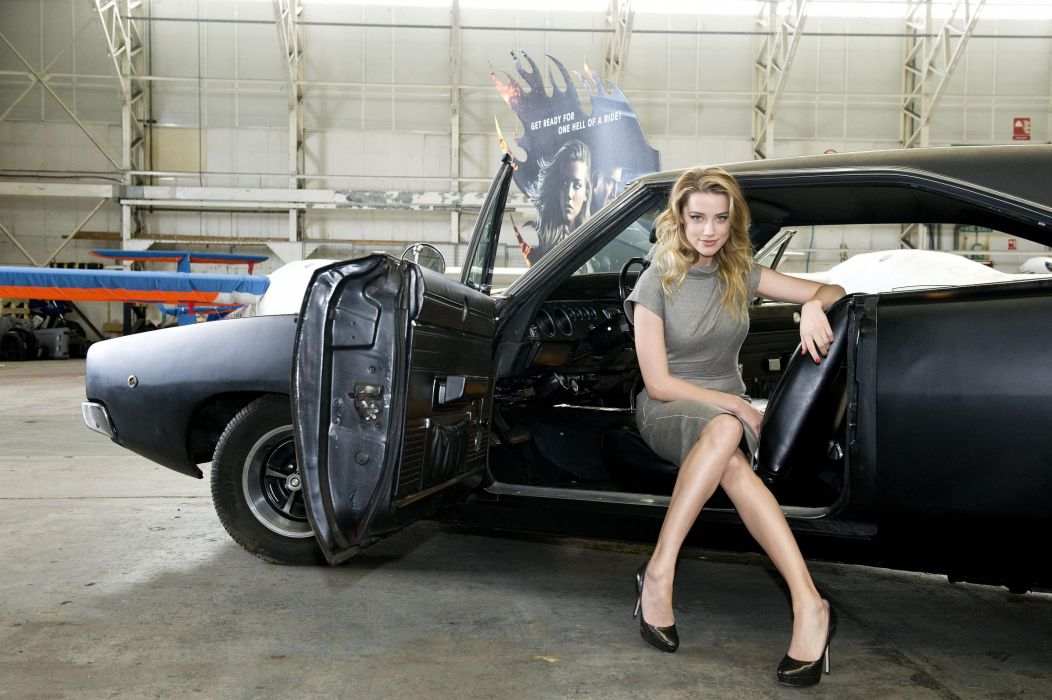 Amber-Heard-and-Dodge-car wallpaper